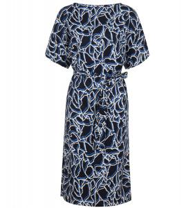Blaues kleid mit schwarz